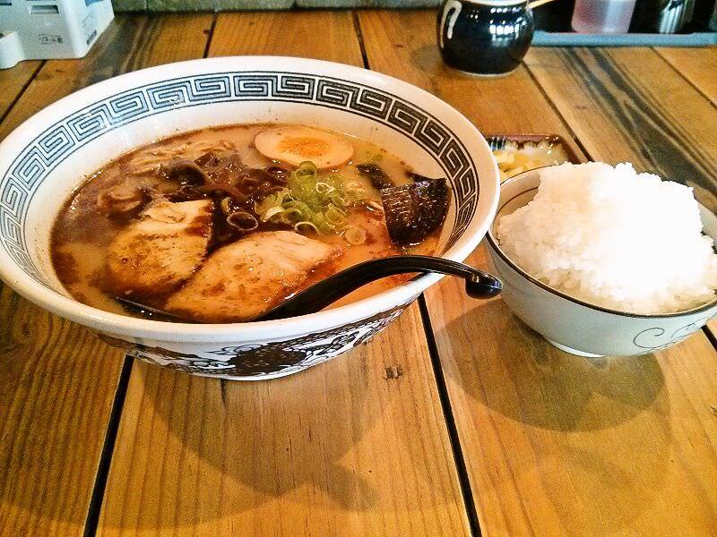 拉麺 劉_劉ラーメンとライスセット