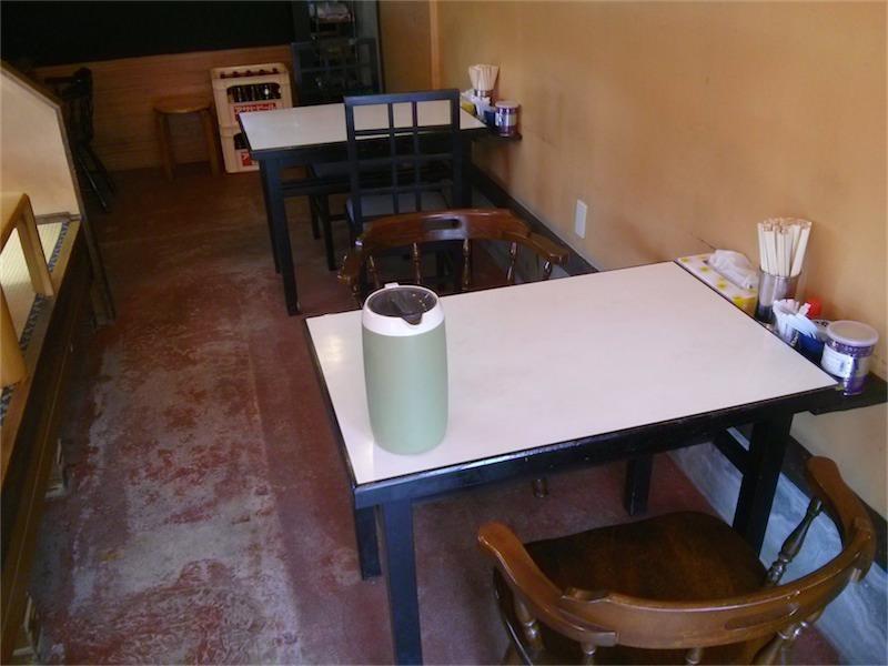 ドラゴンラーメン テーブル席