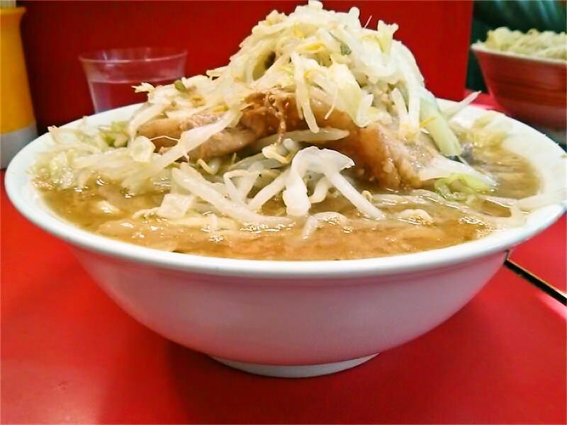 ラーメン二郎三田本店 ラーメン横アングル