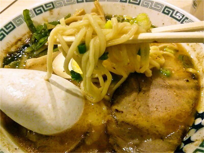 桂花ラーメン新宿西口店 リフトアップ