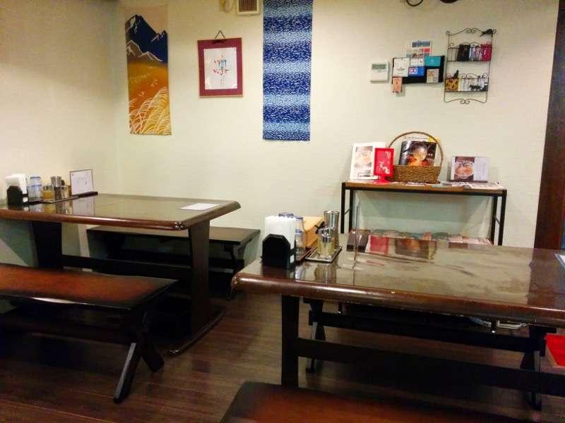 麺屋かもめ テーブル席
