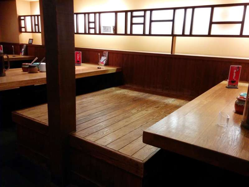 龍の家ワシントン通り店 テーブル席