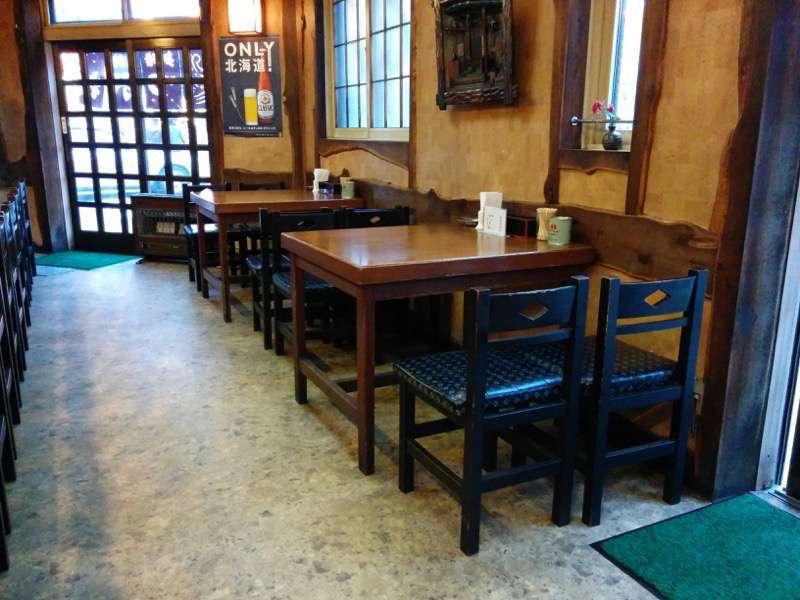 かど屋 テーブル席