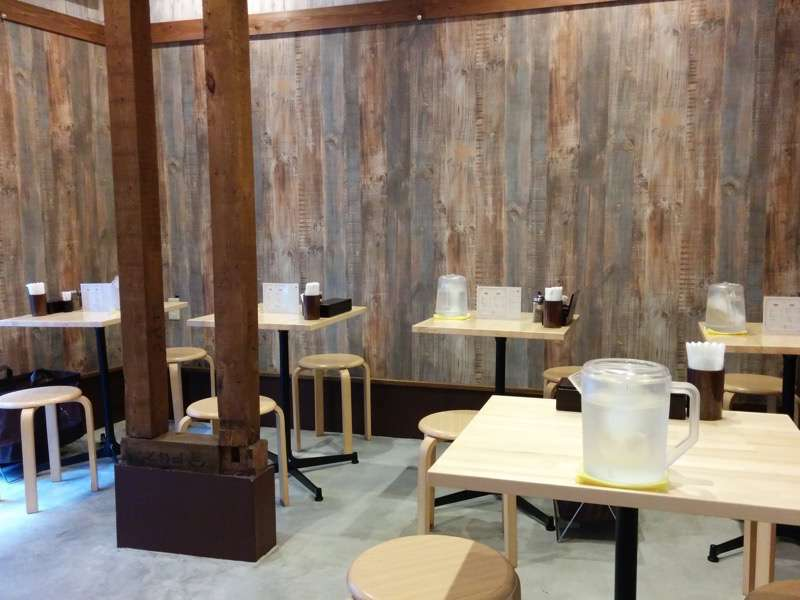 麺ヤ 徳 テーブル席