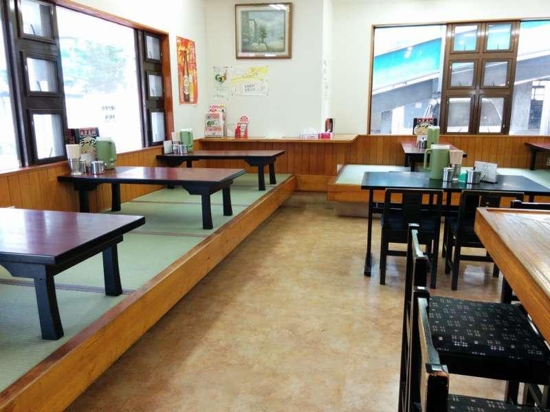 栄養軒 テーブル席