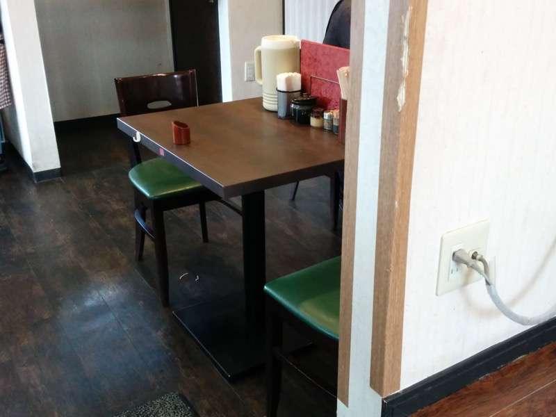 麺人佐藤 テーブル席