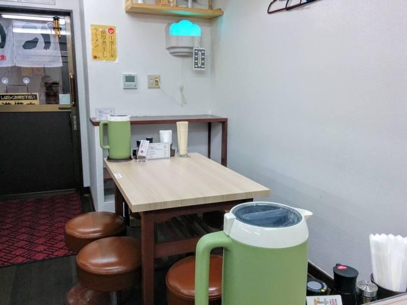 にぼいち テーブル席