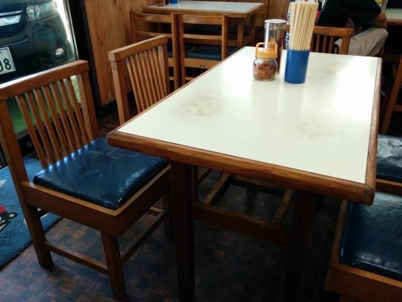 好来ラーメン テーブル席