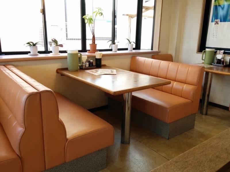 いっぷくラーメン テーブル席1