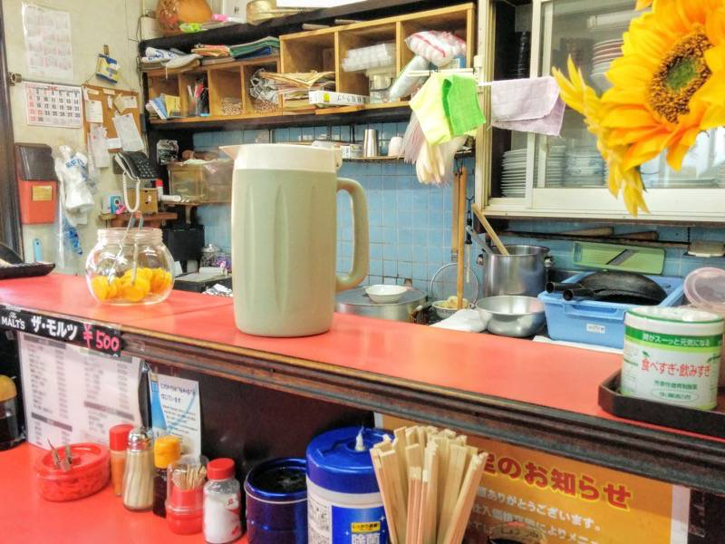 軒々ラーメン 厨房とお水