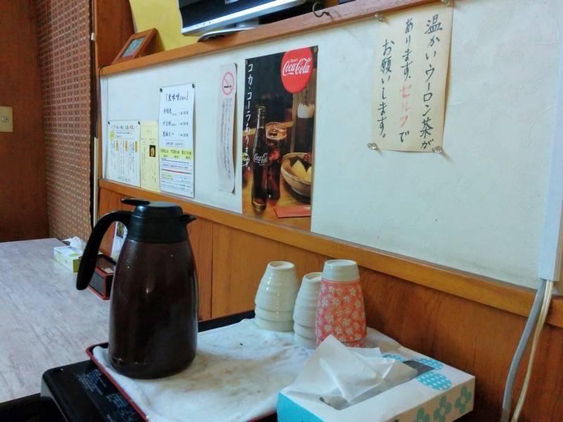 三平ラーメン照国本店 温かいウーロン茶