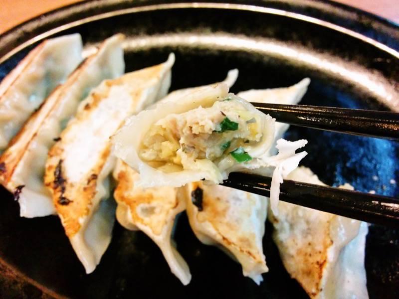 豚骨火山ラーメン 焼き餃子リフトアップ