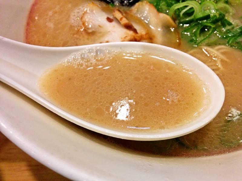 名代ラーメン亭天神店 スープ
