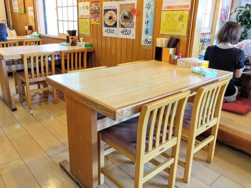 満月 テーブル席