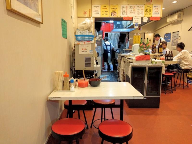 長浜ラーメン一龍亭 テーブル席2