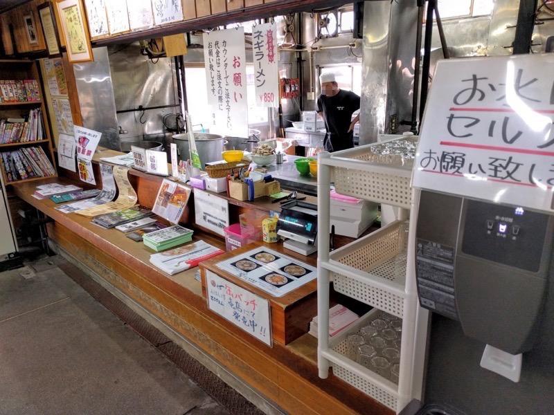 坂内食堂 カウンター1