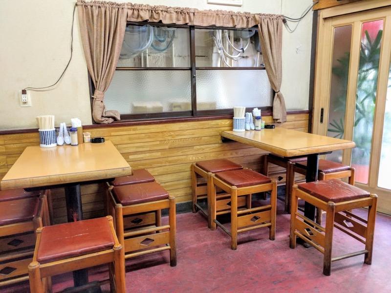 三吉屋 テーブル席2