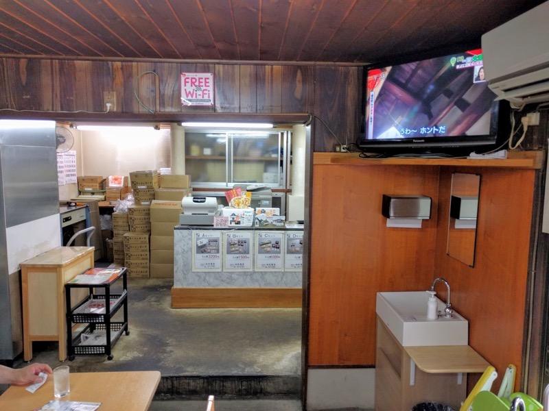 坂内食堂 カウンター2
