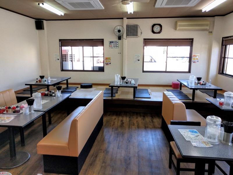 大龍ラーメン合川店 テーブル席3