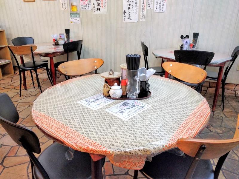 桂仙ラーメン テーブル席2
