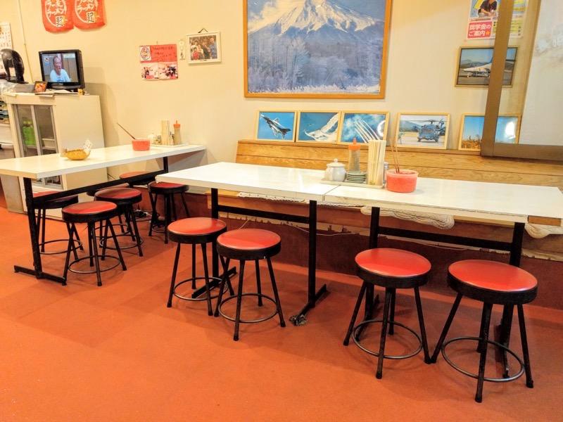 長浜ラーメン一龍亭 テーブル席1