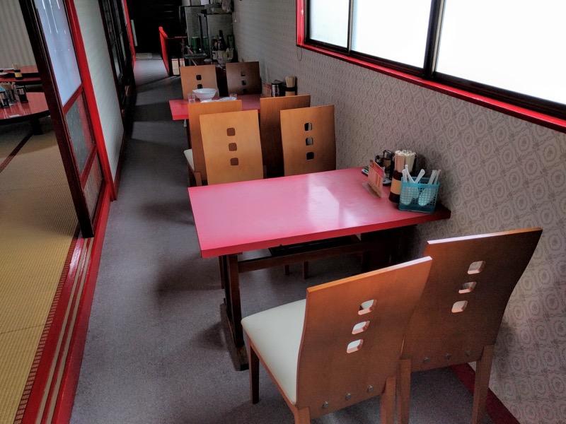 源来軒 テーブル席 二階