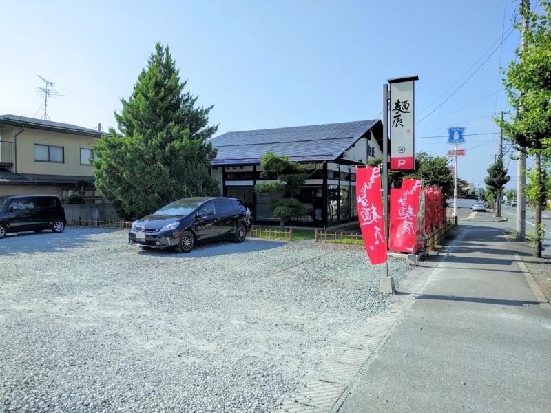 麺辰 駐車場