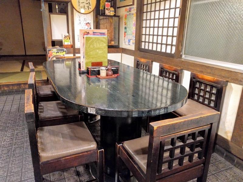 栄屋本店 丸テーブル席