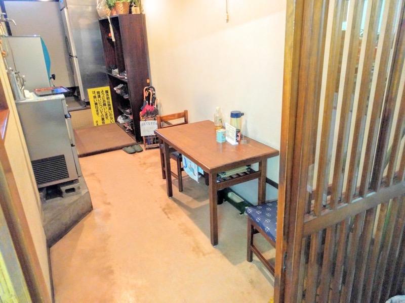 あべ食堂 テーブル席2