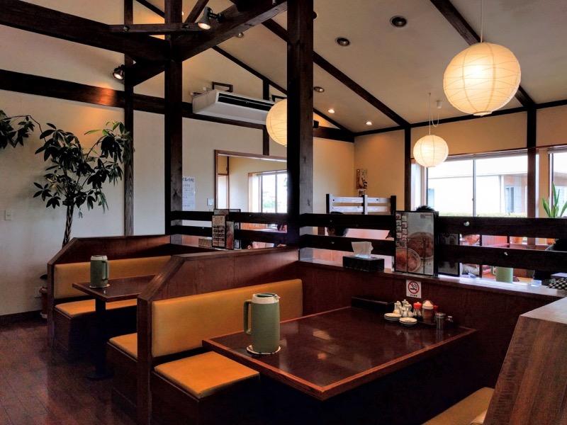 大衆食堂正広 テーブル席