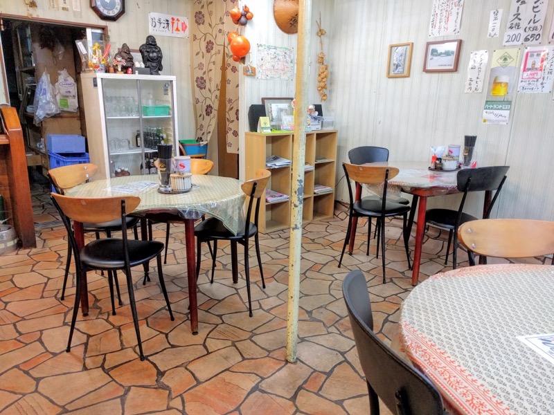 桂仙ラーメン テーブル席1
