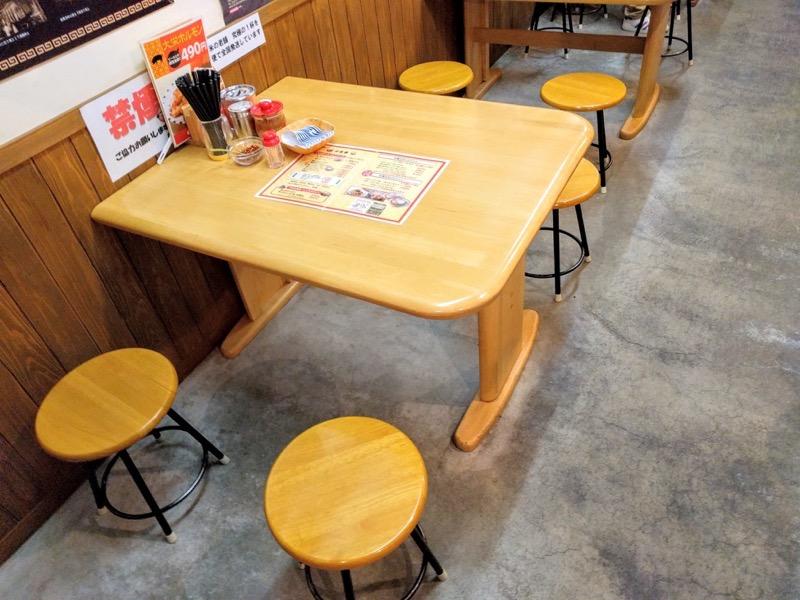 大栄ラーメン テーブル席