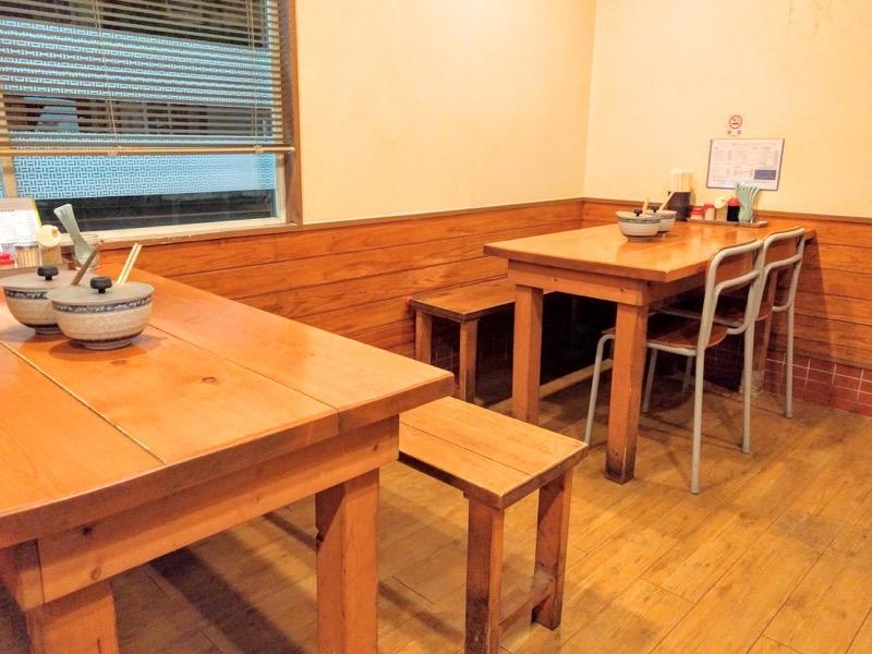 博多ラーメンげんこつ テーブル席