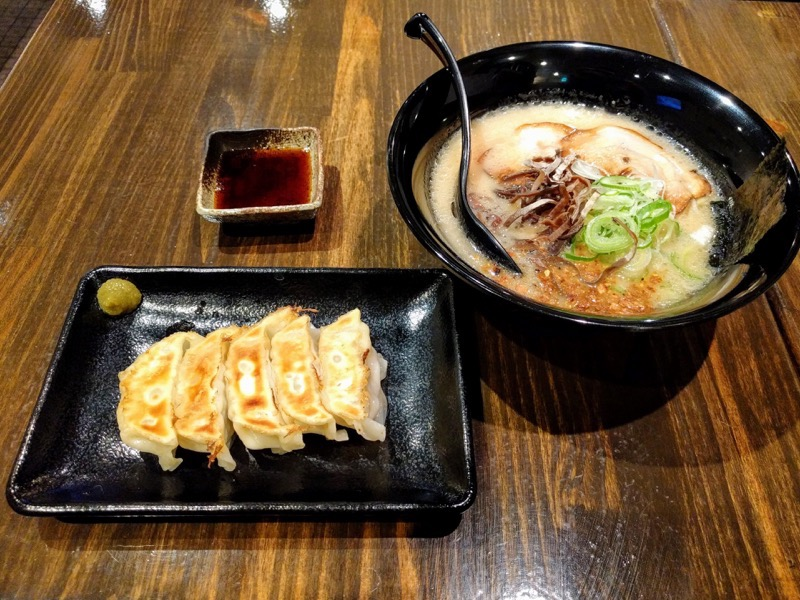 麺屋 おか田 15玉名ラーメンと餃子