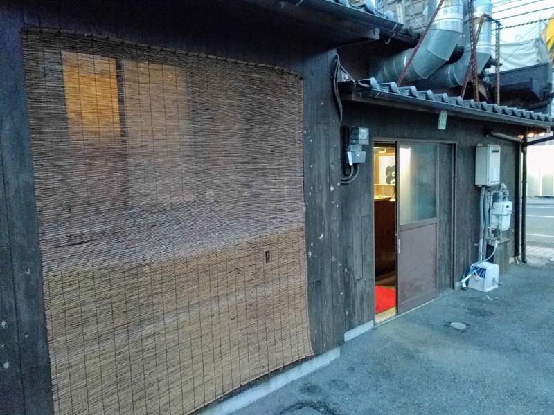03脇の入口