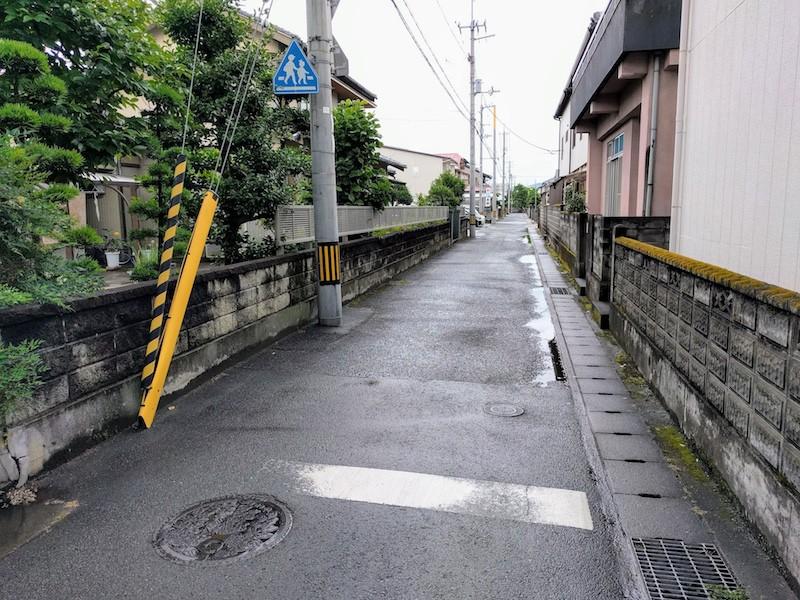 02駐車場への道