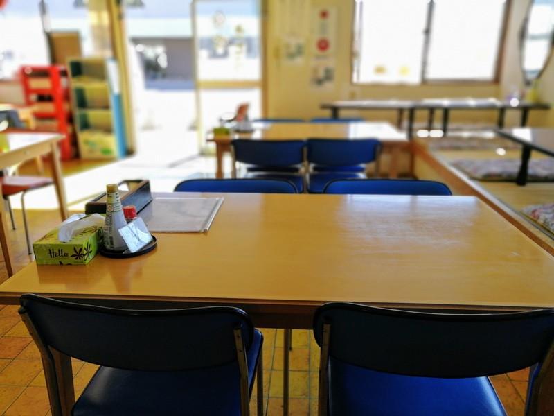 02テーブル席