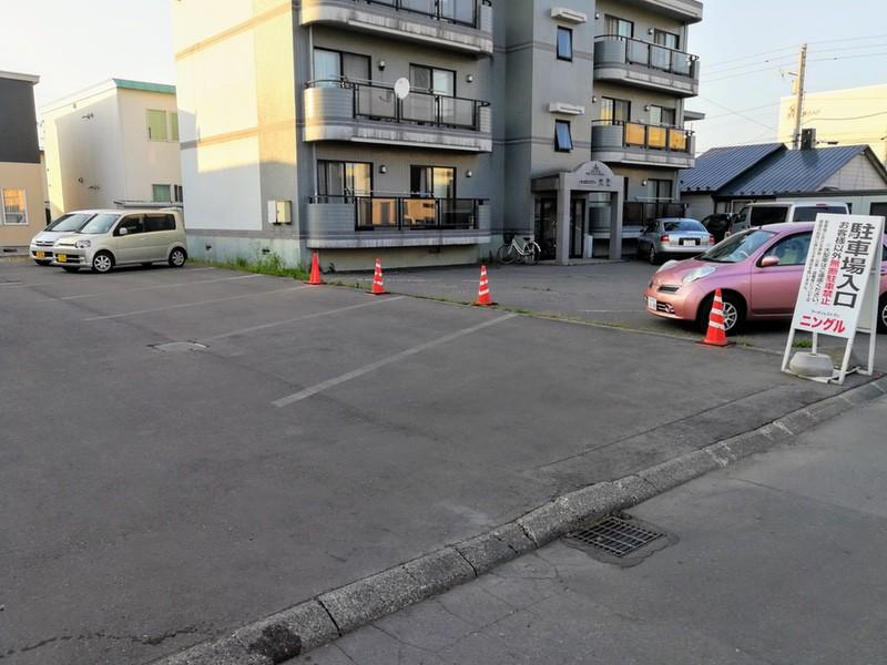 03駐車場裏