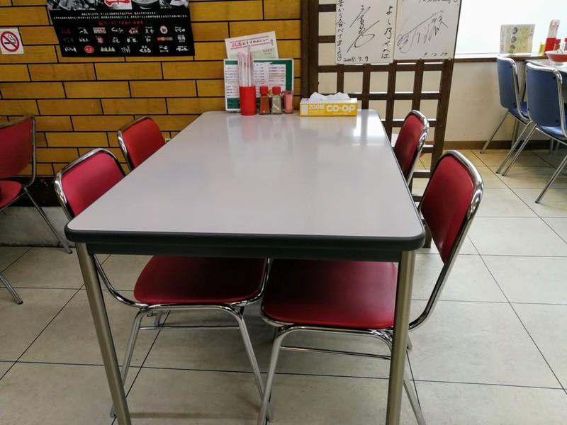 08テーブル席