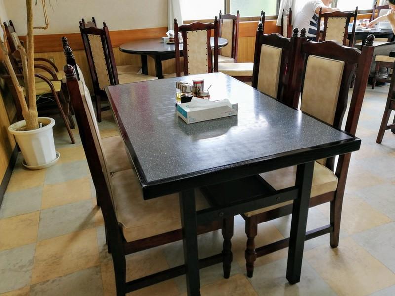 04テーブル席
